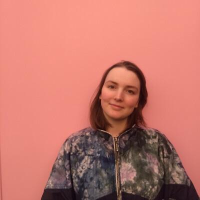 Hannah zoekt een Kamer / Huurwoning / Studio / Appartement in Leiden