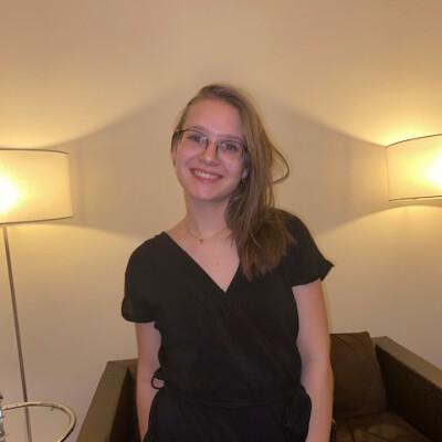 Carmen zoekt een Kamer / Studio in Leiden